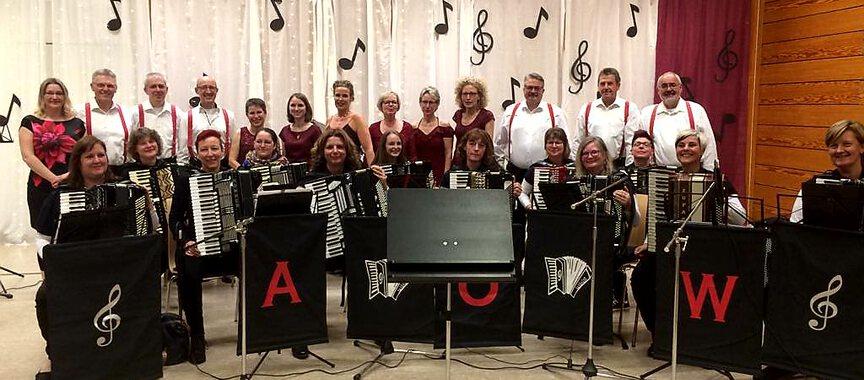 Gruppenfoto der beiden Musikgruppen